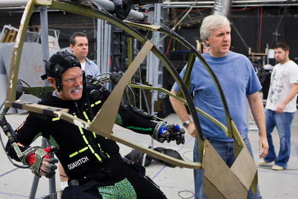 Motion capture : un acteur joue le colonel quaritch manipulant l